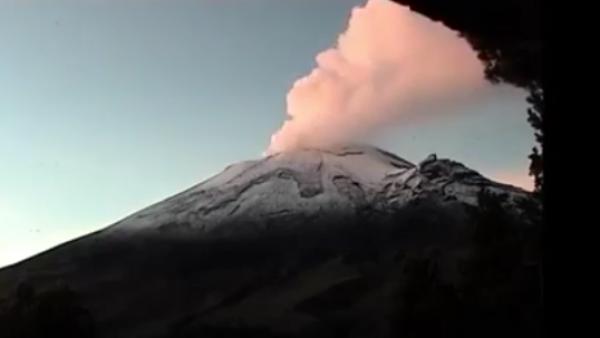 Así se vio la más reciente exhalación continua del Popocatépetl
