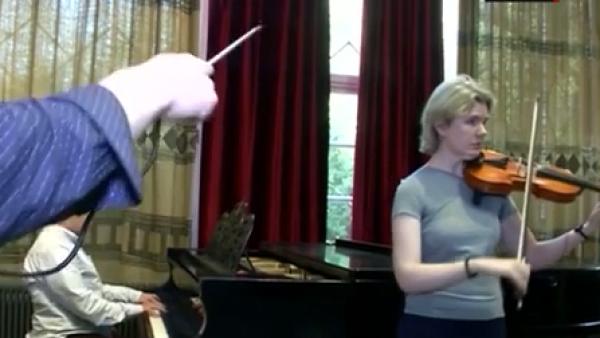 Esta batuta especial ayuda a los discapacitados a tocar música