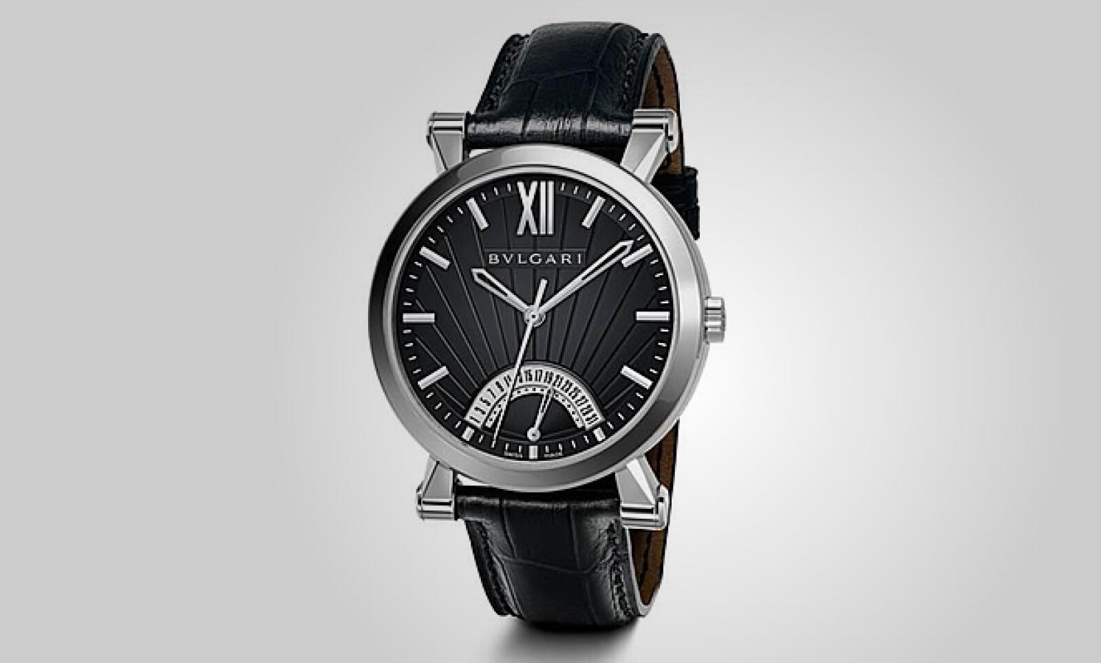 La marca Bvlgari tiene dentro de su colección Sotirio este reloj con un diámetro de 42 mm, correa de piel y resistencia al agua de 30 metros.