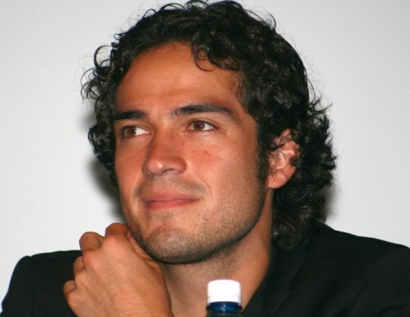 """El actor y cantante estará en la pantalla grande con la película """"Así es la suerte"""", al lado de Irene Azuela."""