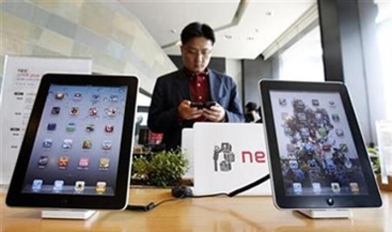 Sharp producirá pantallas de eficiencia energética para el iPhone de sexta generación, a lanzarse en 2012, según la fuente. (Foto: Reuters)