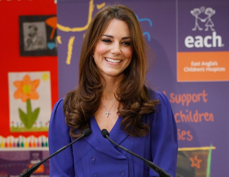 A pesar de que hay quienes niegan que la esposa del Príncipe Guillermo espera un hijo, los especialistas en realeza consideran que ambos ya quieren un bebé.