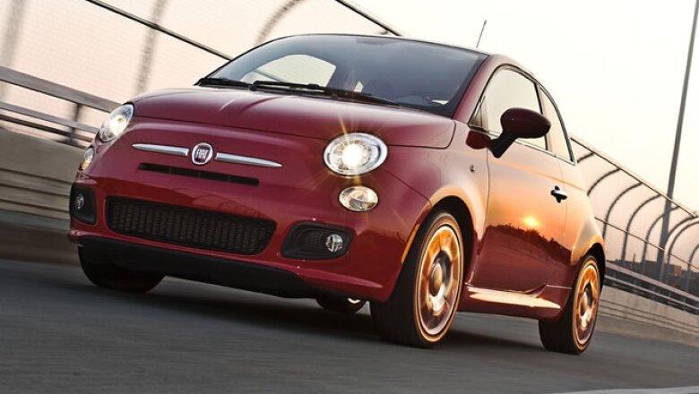 El Fiat 500 nació en 1957 para competir contra el modelo 'Beetle' de Volkswagen y ayudar a la vida citadina de Italia.