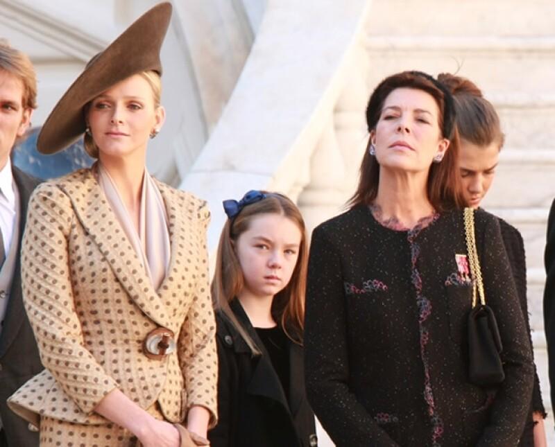 Se dice que la familia Grimaldi pasa por una crisis pues Carolina de Mónaco y la princesa Charlene no se llevan bien. El príncipe Alberto, hermano y esposo respectivamente, ha hablado con las dos.