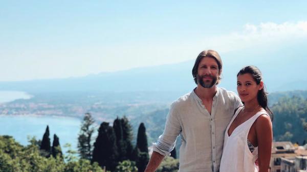 Stephanie Sigman y su esposo, Brian Andrew Mendoza