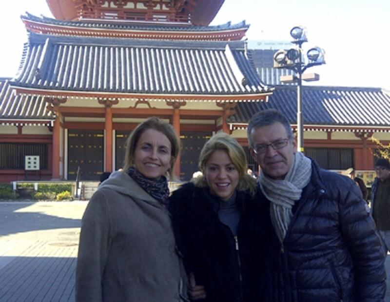 La colombiana viajó con la familia de su novio a Japón. De hecho, esta foto la subió a su mini blog para comprobar que la relación con sus suegros, es excelente.