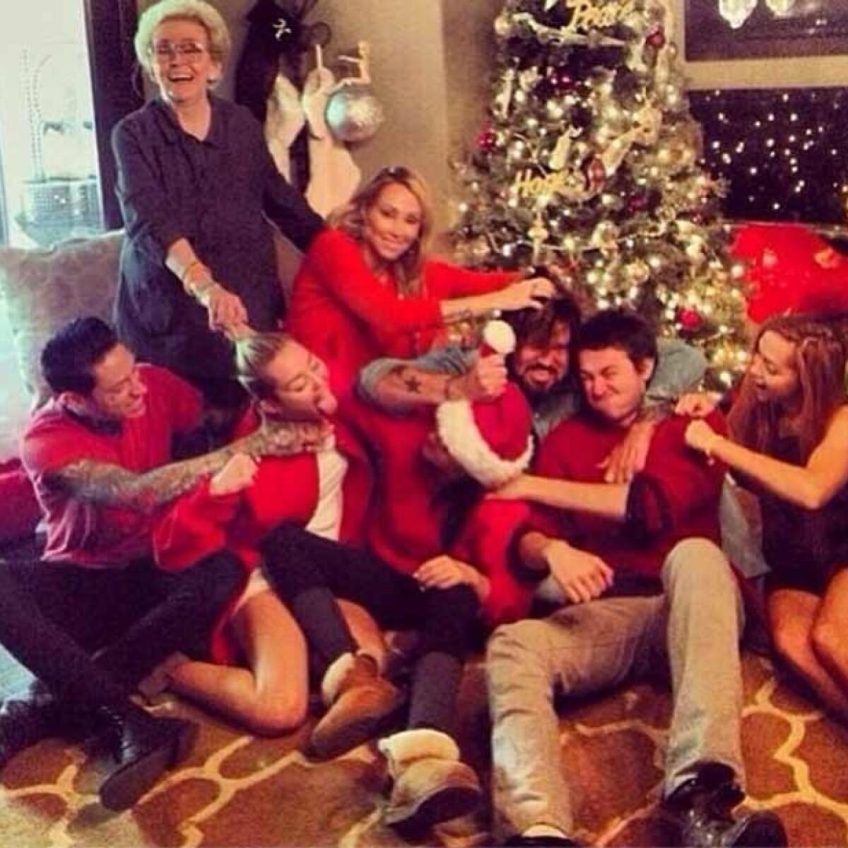 La primer pelea navideña de la familia de Miley Cyrus