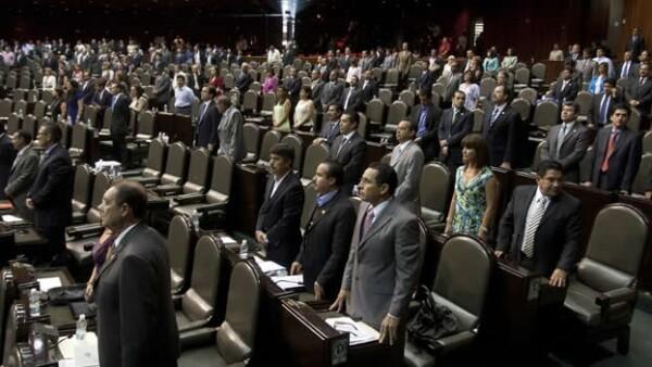 diputados guardan un minuto de silencio