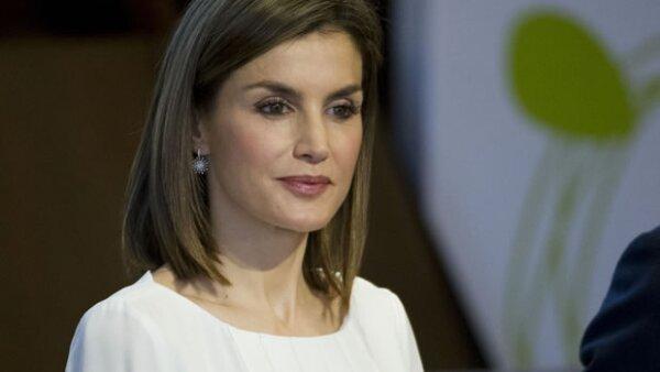 La reina de España y un empresario investigado por fraude han sido ligados por un mensaje de texto que ha arrasado en redes sociales.