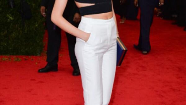 Cara portó este modelo de Stella McCartney en la reciente gala del Met.
