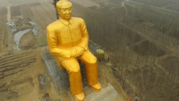 La estatua muestra al líder chino sentado y con las manos cruzadas. (Foto: AFP)