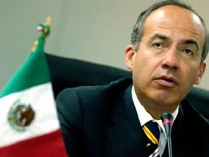 Felipe Calderón salió en defensa de los paros técnicos en las empresas. (Foto: Archivo)