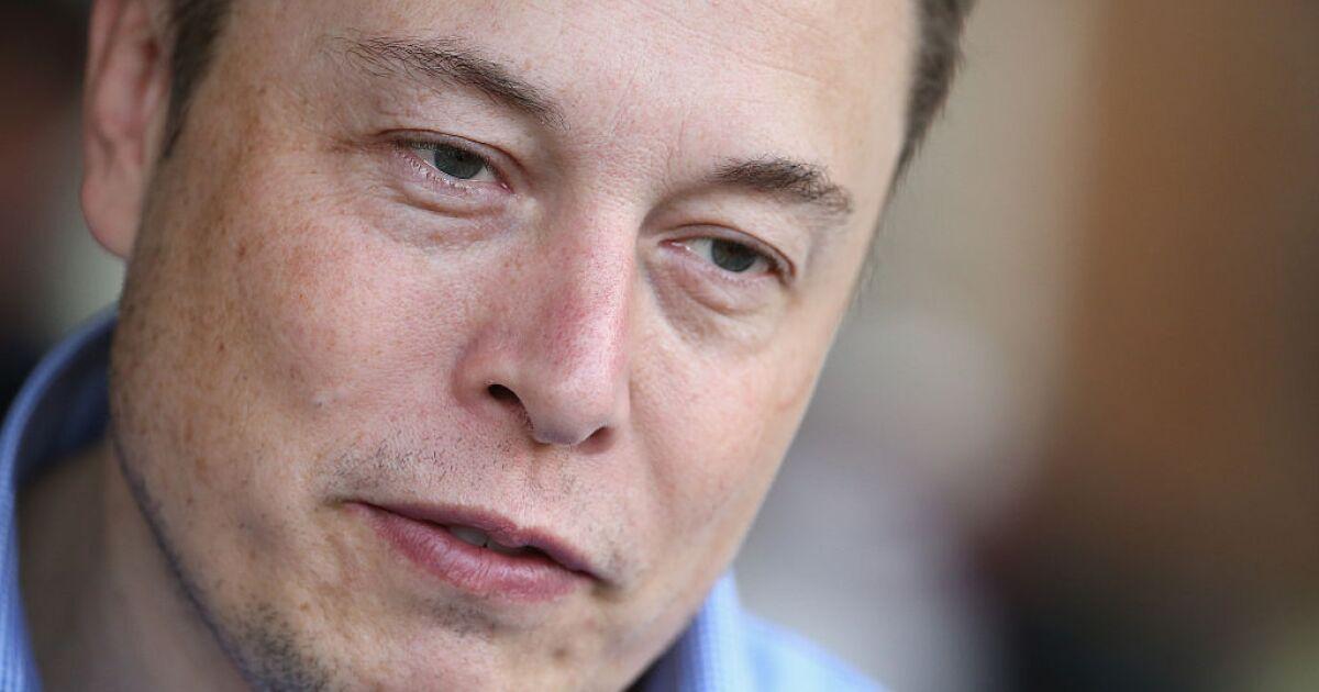 Anonymous amenaza a Musk y lo llama narcisista