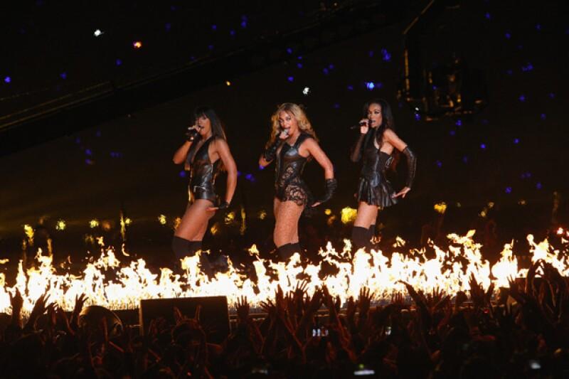 La cantante estuvo acompañada en el show de aquel entonces por las ex integrantes de Destiny Childs.