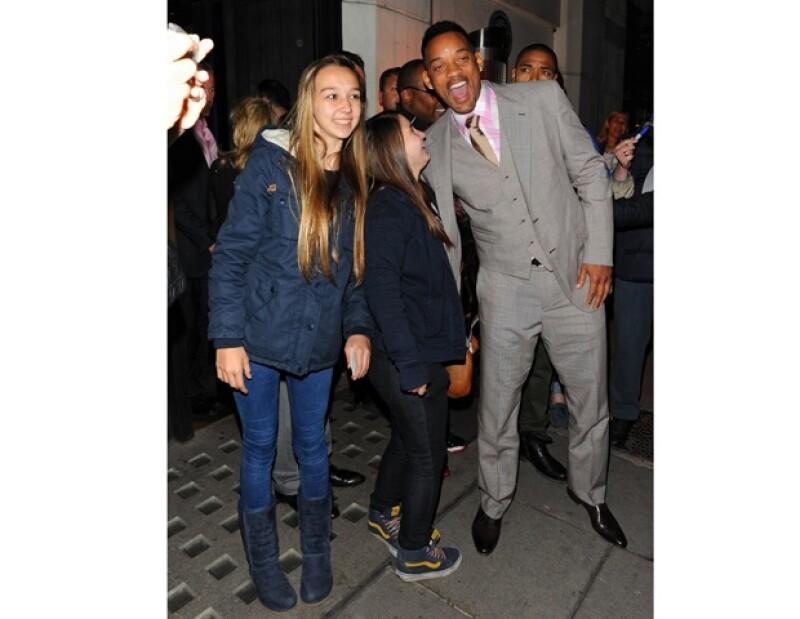 La cantante junto a Jaden y Will Smith se encuentran en Londres, por lo que decidieron acudir a un restaurante a cenar. Todo el tiempo la ex de Bieber se protegió de los paparazzi.
