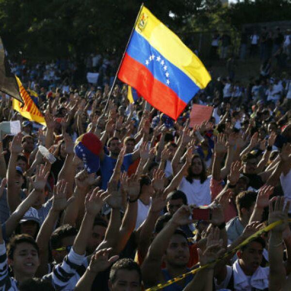 Líderes de partidos opositores piden que se convoque a un plebiscito revocatorio.