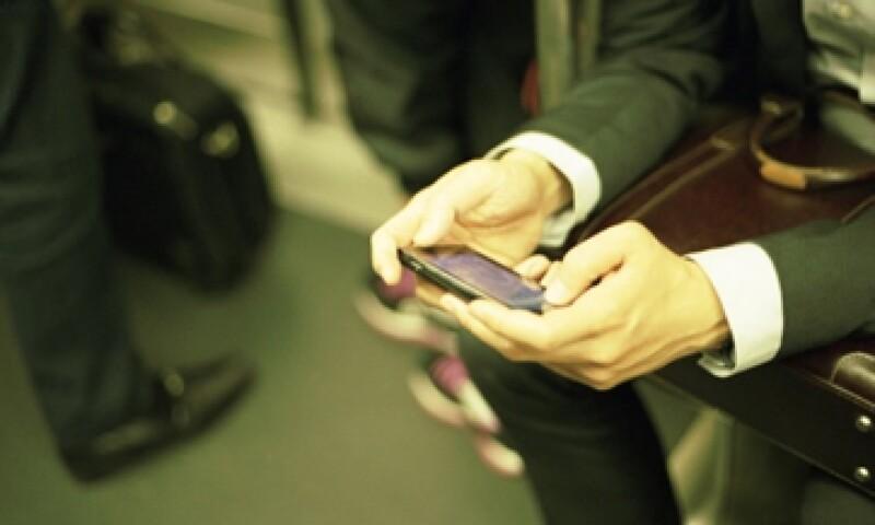Samsung y Apple lideran por amplia ventaja el mercado, repartiéndose el 50% entre ellas. (Foto: Getty Images)
