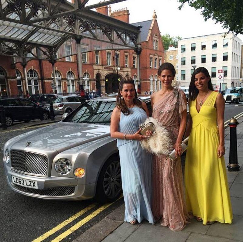 Bárbara Coppel llegó luciendo un elegante vestido amarillo BCBG al evento, acompañada de sus amigas Sonia Falcone y Christina Estrada.