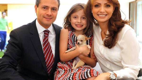 Enrique Peña Nieto, Regina y Angélica Rivera en la fiesta.