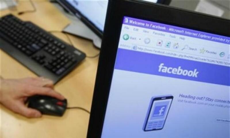 El denunciante asegura que Mark Zuckerberg le dio dinero para desarrolar el sitio. (Foto: AP)