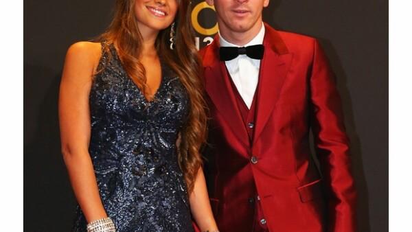 Antonella Rocuzzo y Messi hacen una elegante pareja.