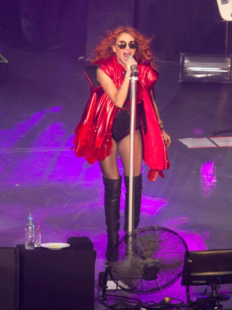 El Auditorio Nacional recibió la noche del lunes a la intérprete, quien presentó su nuevo look e interpretó sus grandes éxitos en vivo en un concierto gratuito organizado por una marca de tintes.