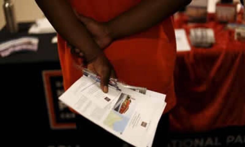 Las solicitudes iniciales bajaron a una cifra desestacionalizada de 260,000. (Foto: Reuters )