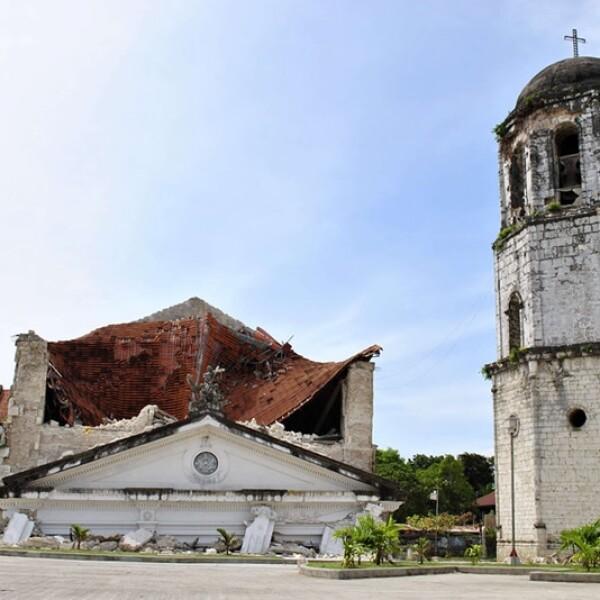 capilla caida en filipinas