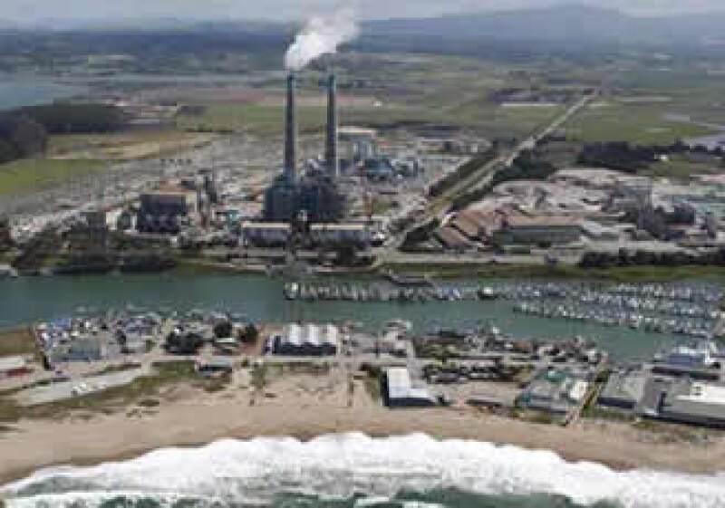 Para hacer el cemento, Calera toma el bióxido de carbono de la planta eléctrica  Dynegy. (Foto: Cortesía de Monterey Bay National Marine Sanctuary)
