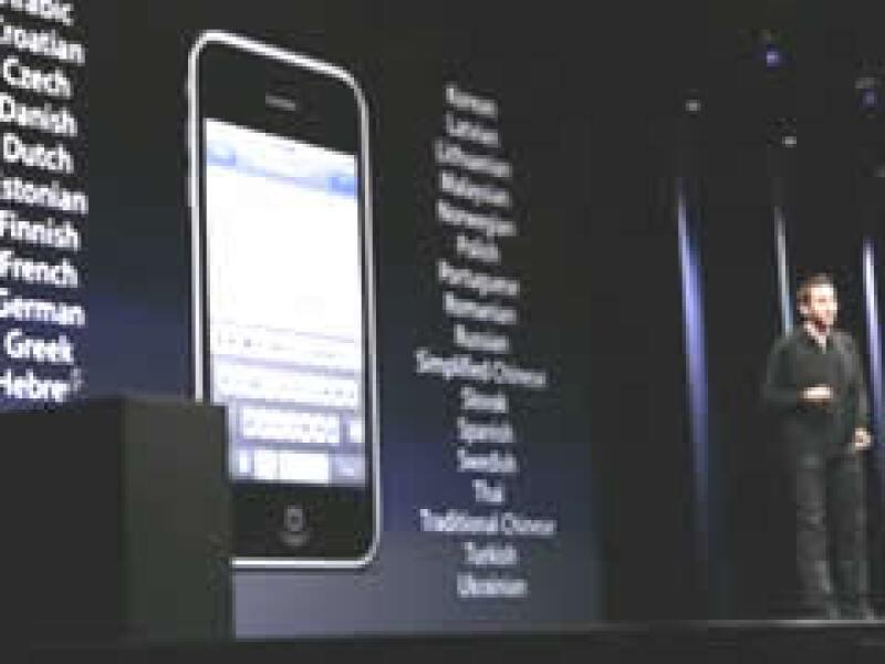 Directivos de Apple presentaron este lunes los nuevos modelos del iPhone. (Foto: Reuters )