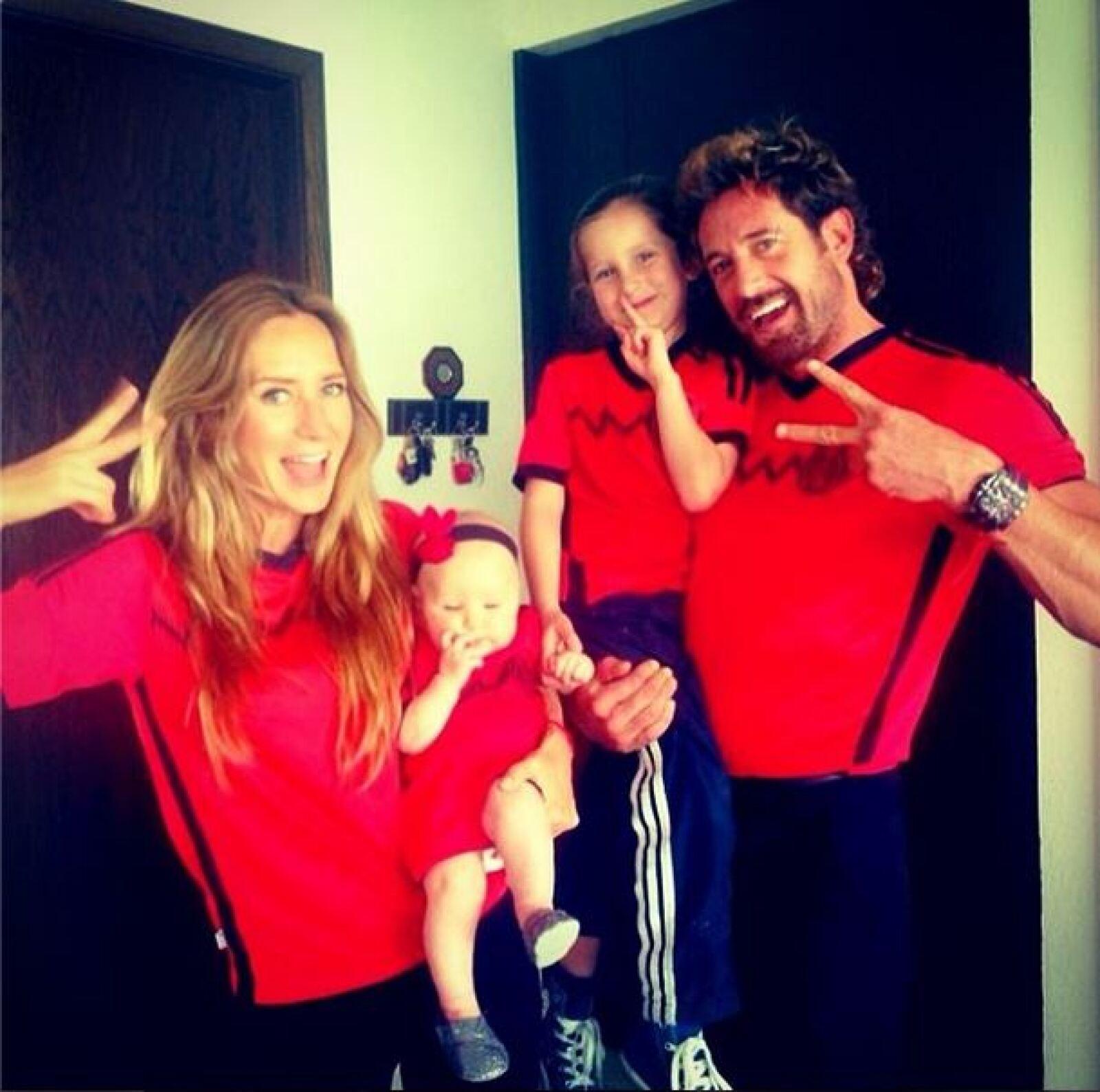 Geraldine Bazán y su familia así viven la pasión por el futbol.