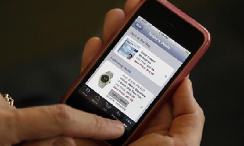 La espera entre la introducción del iPhone y su aparición en las tiendas ha ido disminuyendo de 201 días en 2007 a 17 días en 2010. (Foto: AP)