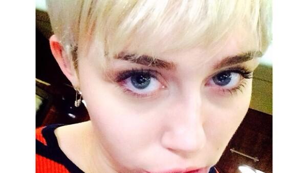 La joven de 21 años compartió el fin de semana unas fotos en su cuenta de Instagram donde se aprecia un gatito tatuado adentro de su labio, ¿le habrá dolido?