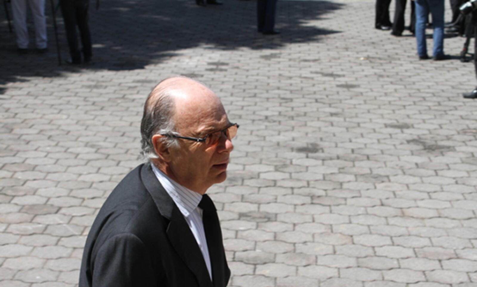 A la despedida del director de Cemex acudieron intelectuales como el historiador Enrique Krauze.