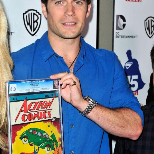 Henry con el primer comic de Superman en mano.