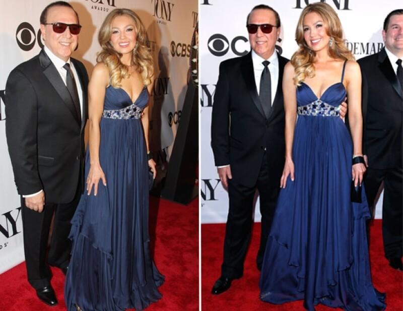 La cantante mexicana y el productor estadounidense brillaron en la entrega de premios por su buen estilo y carisma a su paso por la alfombra roja.