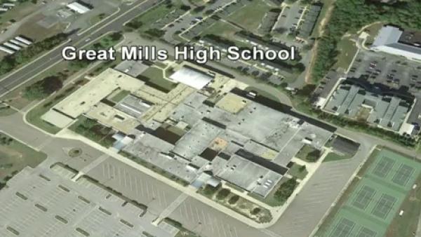 Autoridades investigan reportes de un tiroteo en una escuela de Maryland