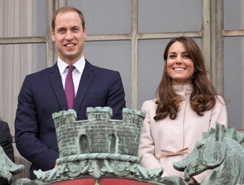 El heredero británico está decidiendo si quedarse en las fuerzas armadas y pasar más tiempo con su familia o mudarse definitivamente a Londres.