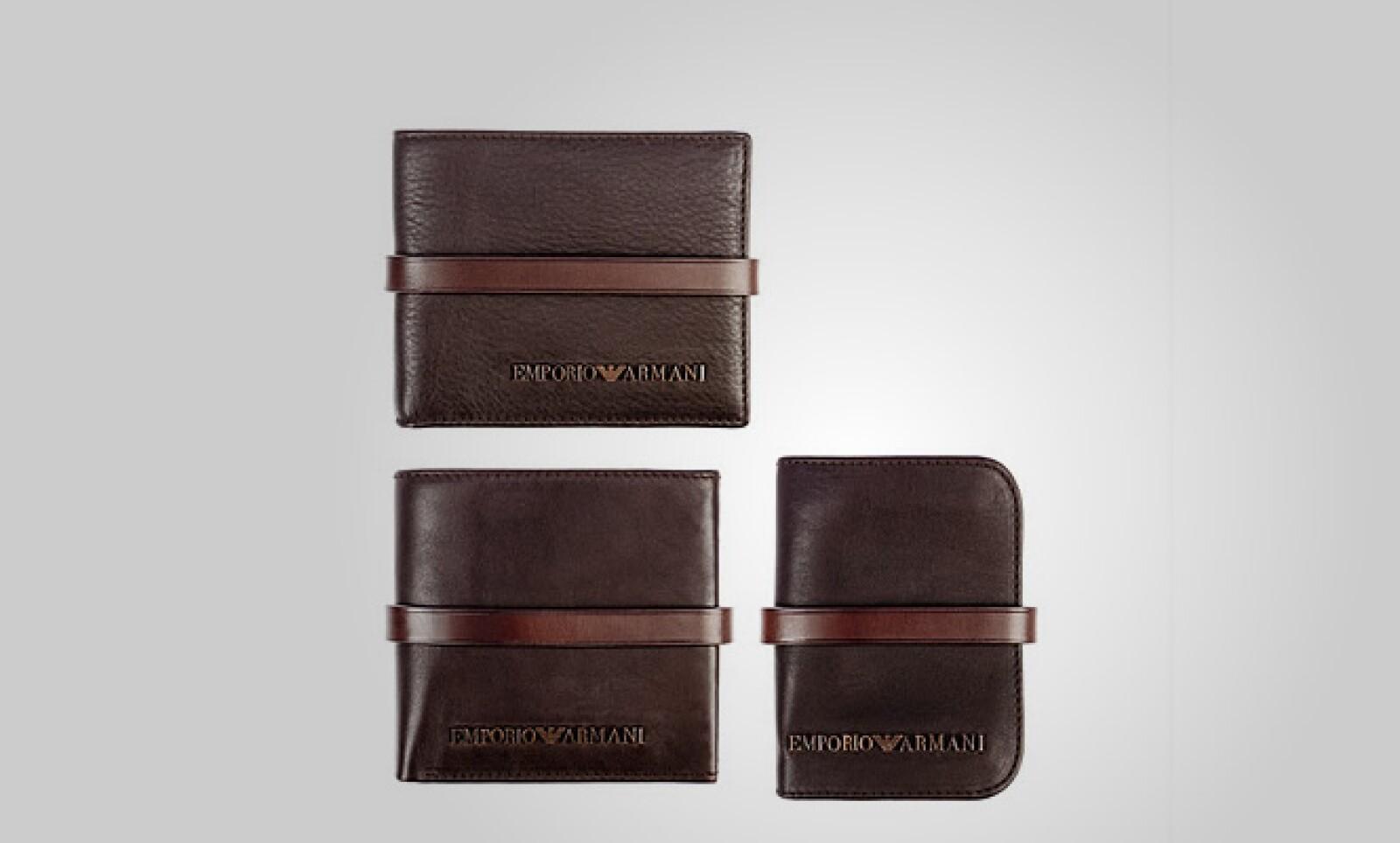 Este set de cartera, monedero y agenda para el pasaporte está hecho en piel y cada pieza es fabricada a mano.