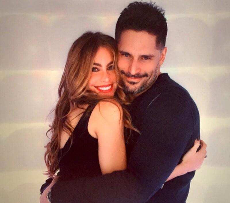 Tras seis meses de relación, la estrella colombiana y el actor estadounidense se comprometieron en Navidad.
