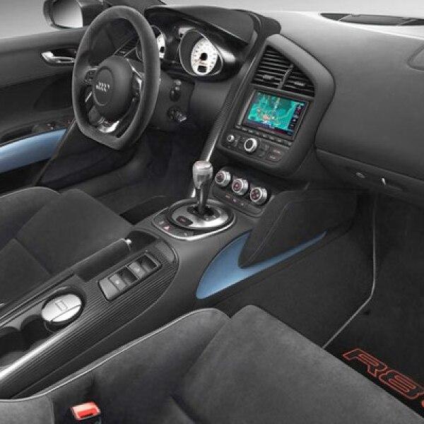 El sistema de audio está 'patrocinado' por la firma Bang & Olufsen, cuenta con Bluetooth y un micrófono en el cinturón de seguridad para poder mantener una conversación.