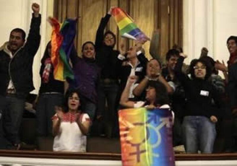 Asistentes a la Asamblea celebraron la votación que la bancada del PAN buscará anular. (Foto: Reuters)