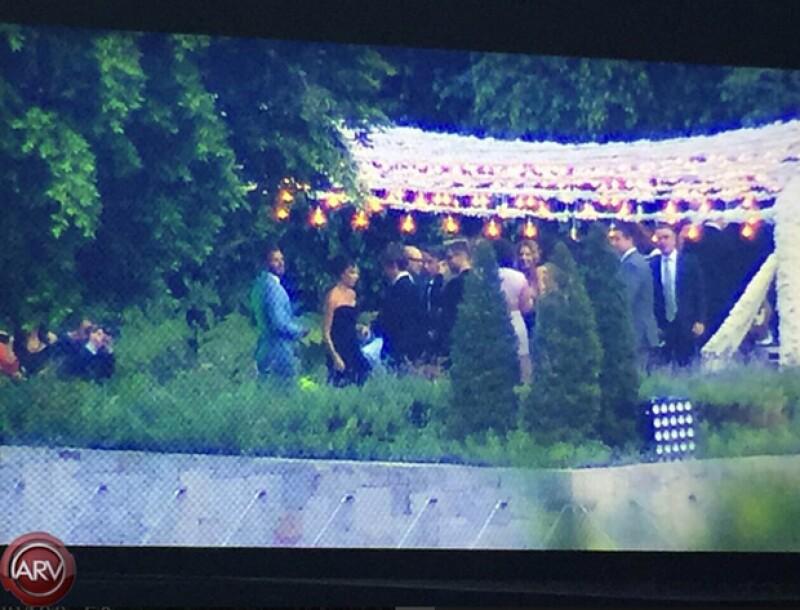 En la boda se pueden distinguir a David y a Victoria Beckham como algunos de los invitados.