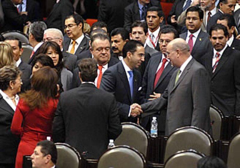 A su arribo a la Cámara de Diputados, el secretario del Trabajo saludó a coordinadores de distintos grupos legislativos. (Foto: Notimex)