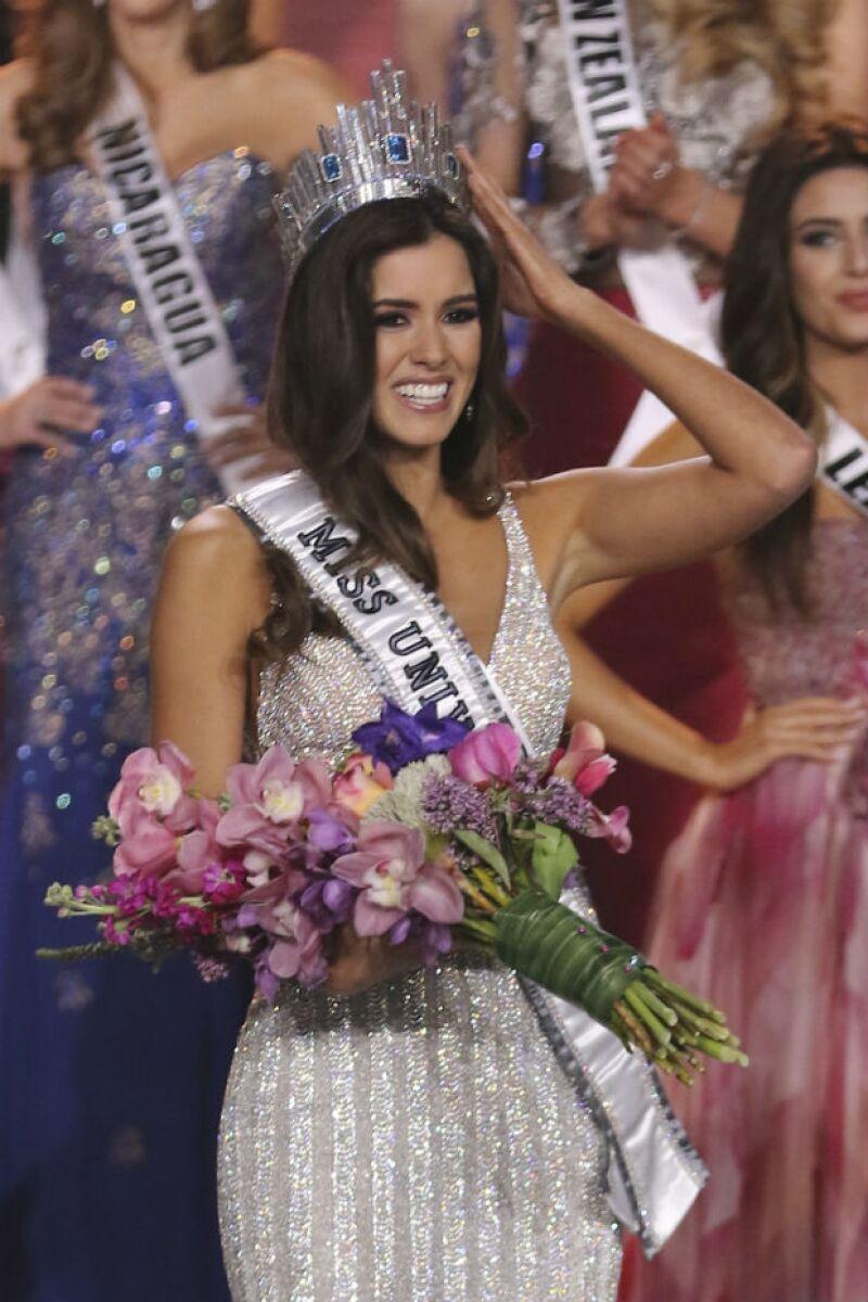 Paulina Vega se alza como la mujer más hermosa del mundo en el certamen que se llevó a cabo la noche de este domingo en Miami, Florida.