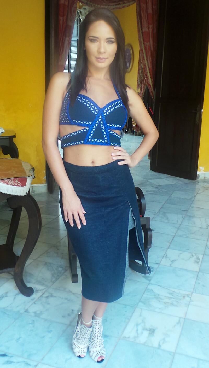 Adriana Louvier en Campeche portando un sexy outfit de BCBG.
