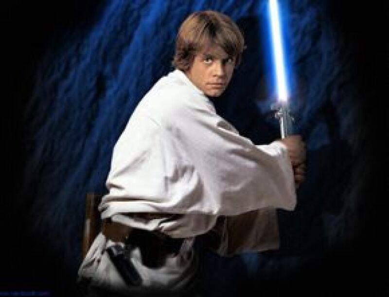 La espada de luz de Luke Skywalker fue comprada por un fan de la saga.