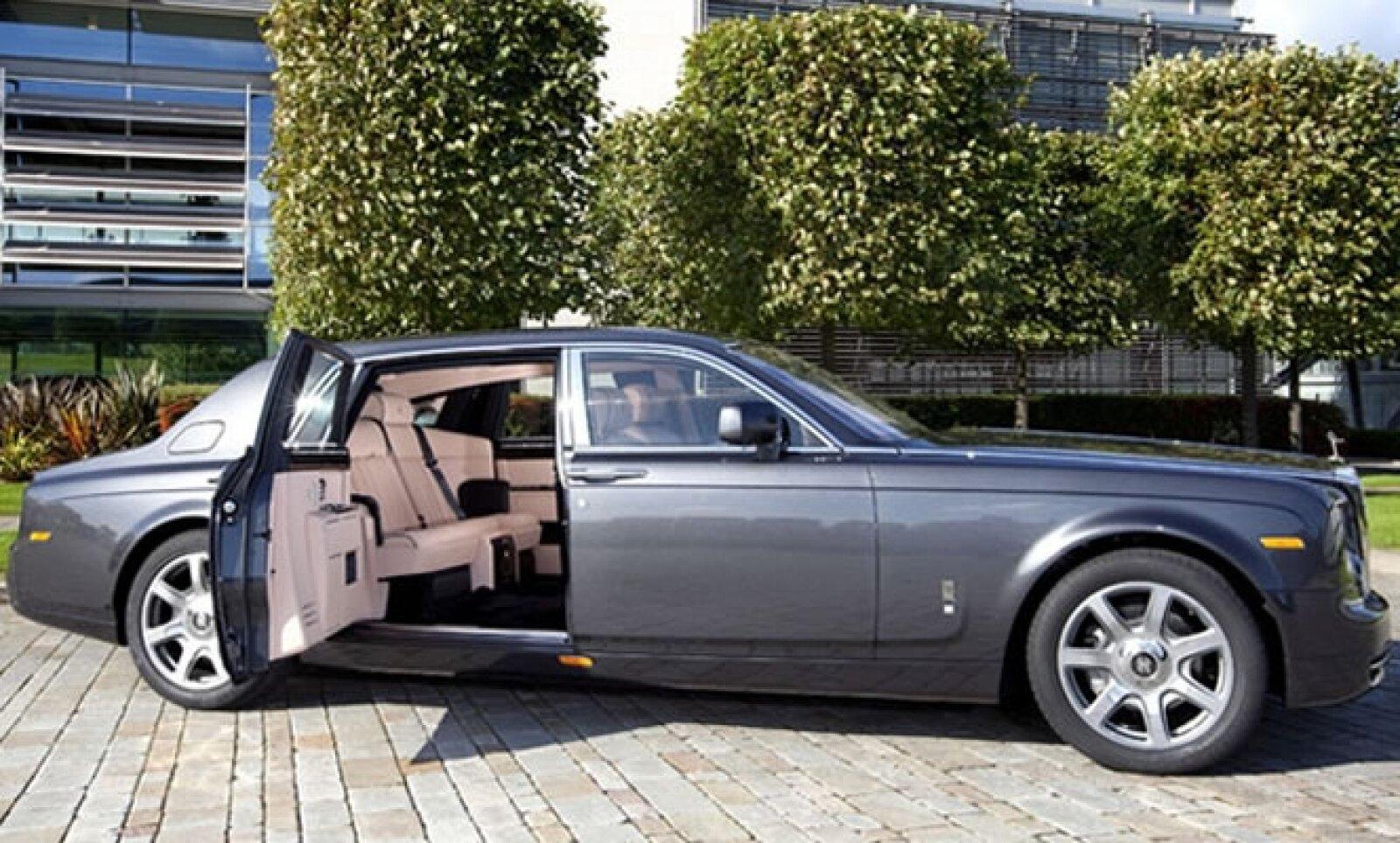 Via Italia Group (Brasil) y Williamson Balfour Motors (Chile) serán los representantes de Rolls-Royce y esperan abrir las puertas de las concesionarias en marzo de 2012.