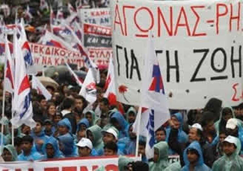 Grecia enfrenta una huelga de sindicatos que protestan contra las medidas de austeridad del Gobierno. (Foto: AP)
