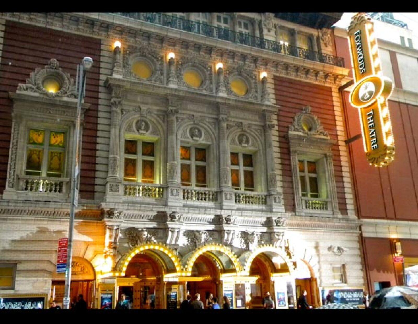 Fachada externa del Foxwoods Theatre de Manhattan.